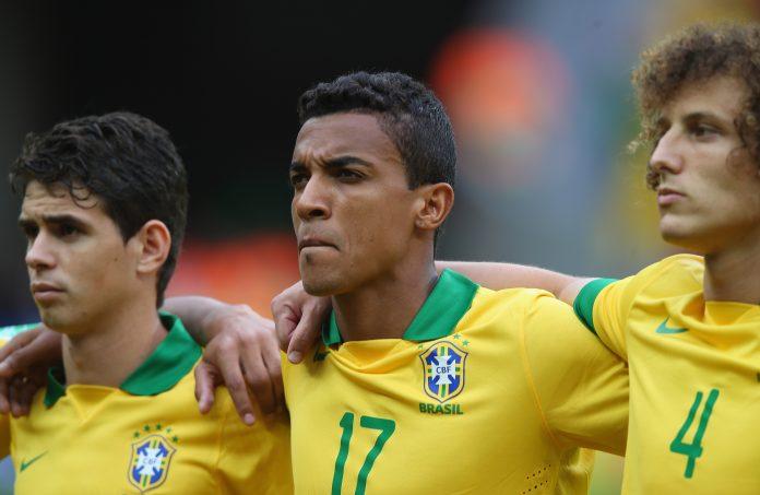 Flamengo não tem negociação em andamento pelo volante Luiz Gustavo