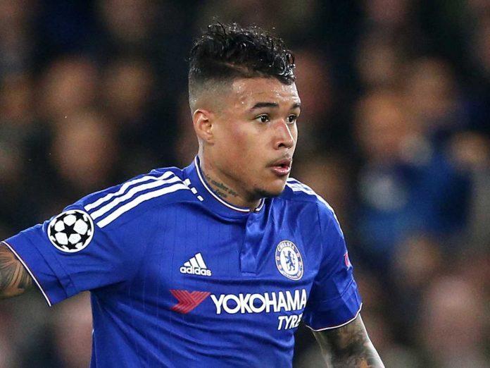 Técnico do Chelsea pede reapresentação de Kenedy no clube