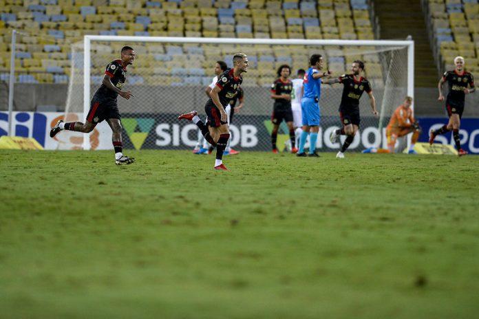 Finalmente! Após mais de três anos, Flamengo marca um gol de falta