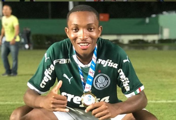 Flamengo acerta contratação de volante da base do Palmeiras